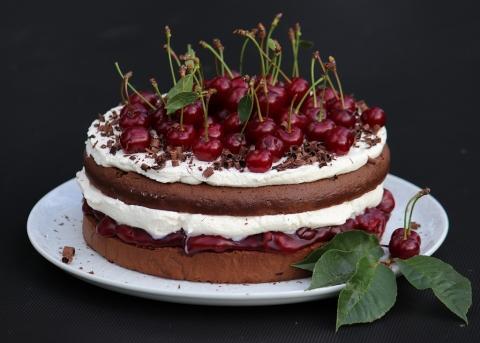 Schwarzwaldská višňová torta - recept postup 11