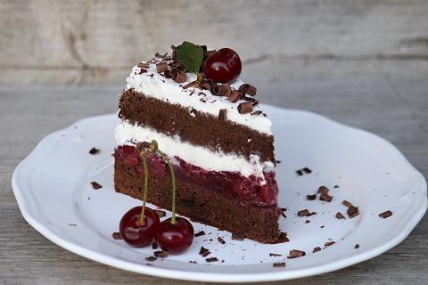 Schwarzwaldská višňová torta - recept postup 12