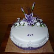 Torta bielo-fialová 40