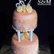 Torta svadobná marhuľová na stlpoch