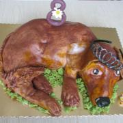 Torta torta-ležiaci psík s korunkou