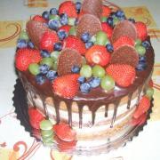 Torta cokoladova s ovocim
