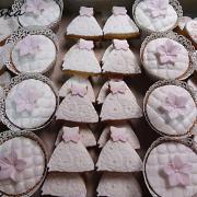 Torta svadobné zdobené linecké koláčiky a maffinky