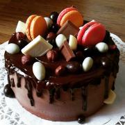 Torta Drip torta-lieskový oriešok a nugát