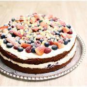 Torta Red velvet s mascarpone a ovocím