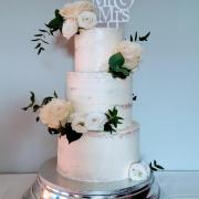 Torta Polonahá, svadobná s živými kvetmi.