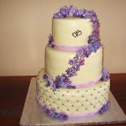 Torta svatební s fialkami