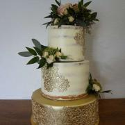 Torta svadobná torta potieraná krémom s krajkou