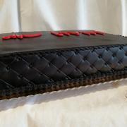 """Torta Na akciu v čiernom s logom """"Livin"""""""