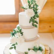 Torta svadobná torta s cukrovými kvietkami