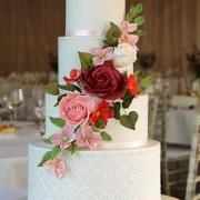 Torta Biela svadobná torta s cukrovými kvetmi
