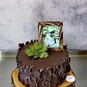 Torta Čoko kmeň pre pána so skalnou ružou a fotografiou z dectva
