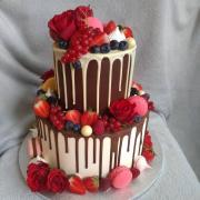 Torta Čokoládová drip torta s ovocím a kvetmi