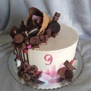 Torta Drip torta s kornútikom plným sladkostí