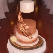 Torta Levitating wedding cake