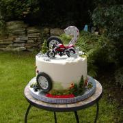 Torta Vladkovi k narodeninám s motorkou