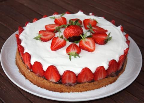 Smotanová torta s jahodami - recept postup 8
