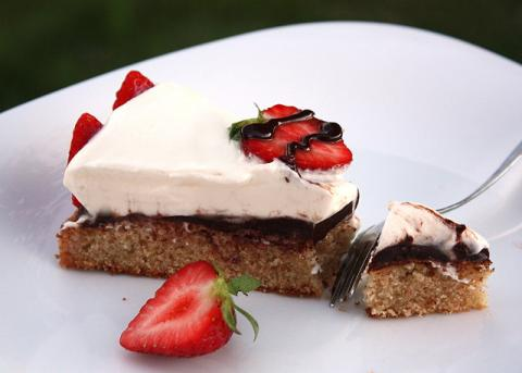 Smotanová torta s jahodami - recept postup 9