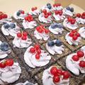 Torta Makove kocky s čučoriedkovým krémom