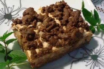 Jablkový koláč s bielkovou penou.  - recept