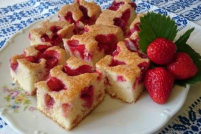 Jahodový koláč s malinovkou - recept