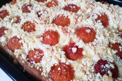 Kysnutý koláč s marhuľami a posýpkou - recept
