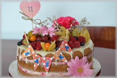 Nahá torta so smotanovo malinovým krémom - recept