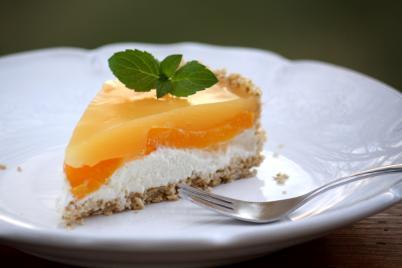 Nepečená smotanovo - broskyňová tortička - recept