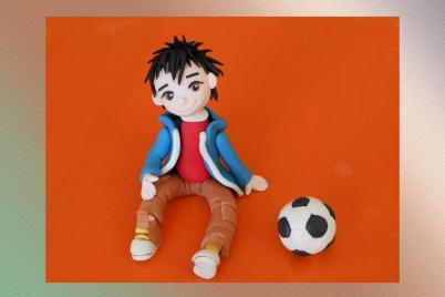 chlapec a lopta z fondánu - foto postup