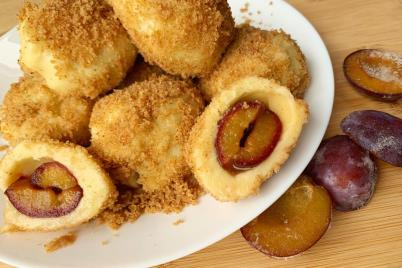 Gombovce alebo Slivkové guľky zo zemiakového cesta - recept
