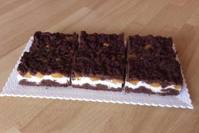 Strúhaný tvarohový koláč s broskyňami - recept